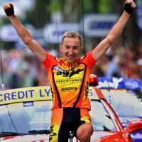 la-joie-de-christophe-agnolutto-a-limoges-en-2000-cyclisme-tour-de-france_e44dc357572f920b9b4aa23814b37180